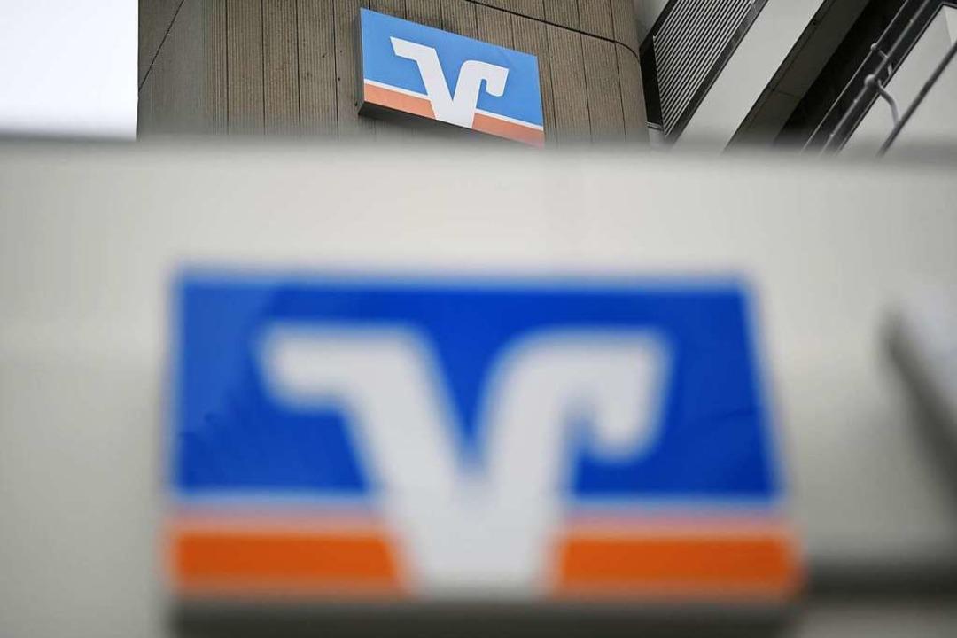 Kunden der Volksbank können Sparkassen...en – und umgekehrt (Symbolbild).  | Foto: Patrick Seeger (dpa)