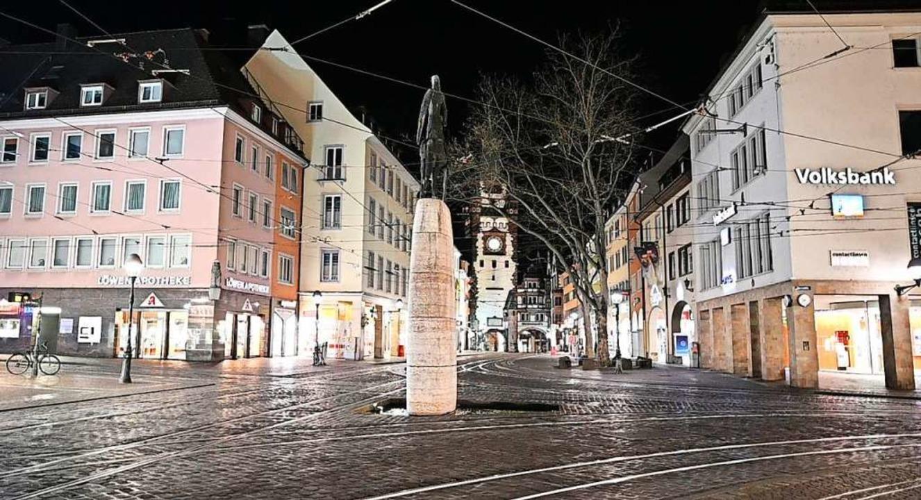 So leer wie fast nie: Der Bertoldsbrun...etretungsverbot für öffentliche Räume.  | Foto: Patrick Seeger (dpa)