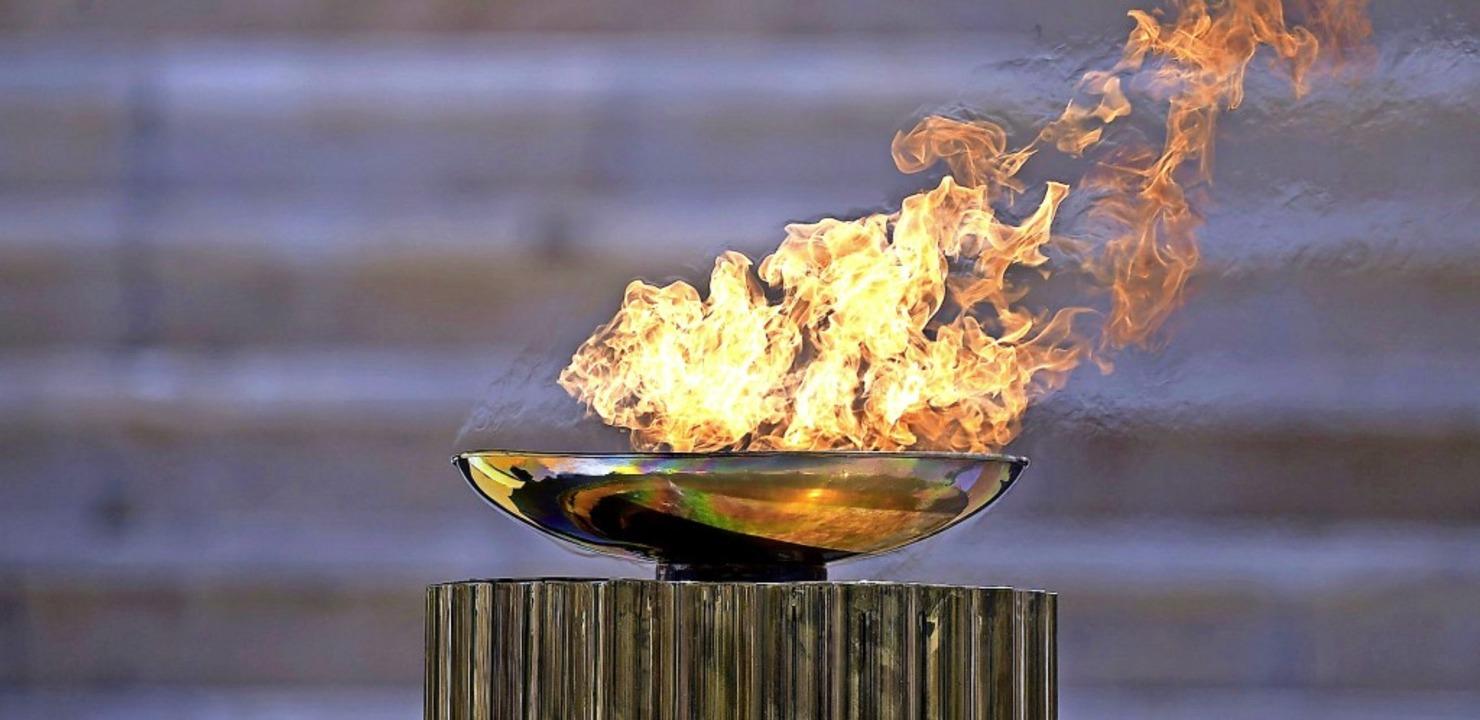 Das olympische Feuer wurde in Griechen...d es Tokio am 24. Juli noch brauchen?   | Foto: Aris Messinis (dpa)