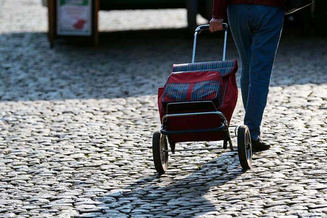 Die Ausgangsbeschränkungen stoßen bei Bürgern nicht nur auf Zustimmung.  | Foto: Patrick Seeger (dpa)