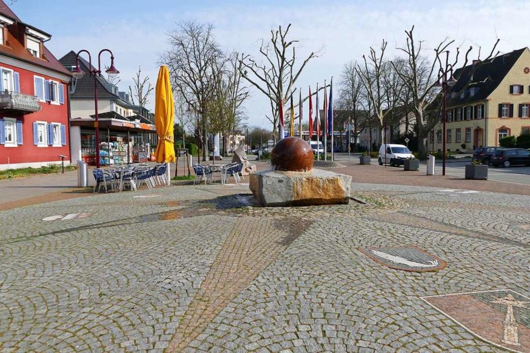 Auch auf dem Neutorplatz gilt seit Mitternacht ein Betretungsverbot.  | Foto: Thomas Rhenisch