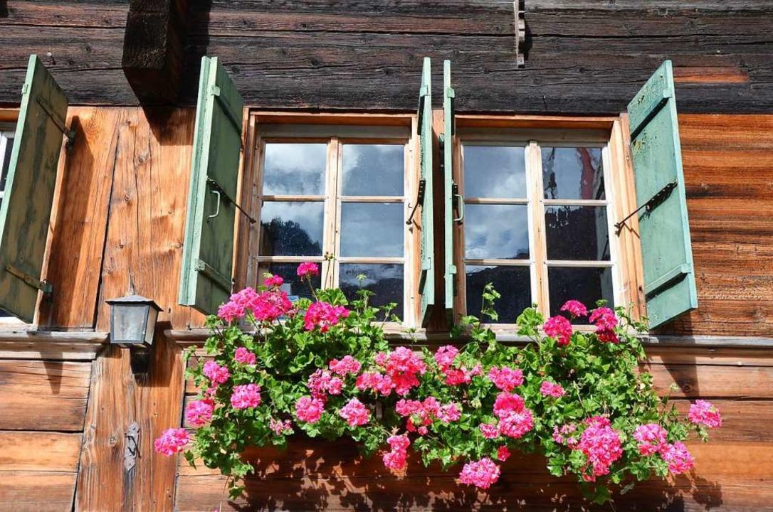 Hingucker an alten Häusern. Fotomotiv in der Nähe des Lauenensees.  | Foto: Ulrike Ott
