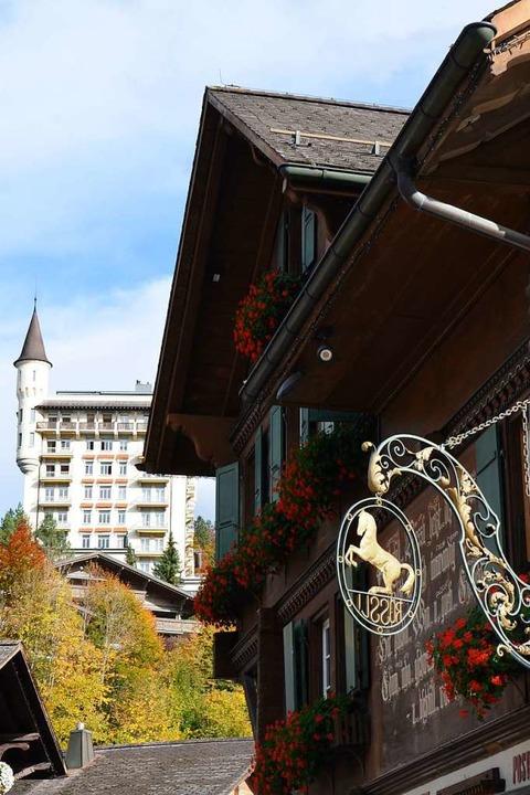 Das Palace-Hotel thront über dem Ort.  | Foto: Ulrike Ott