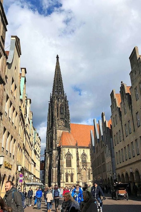 Schon jetzt wie aus fernen Zeiten:  volle Fußgängerzone in Münster  | Foto: Ronja Vattes