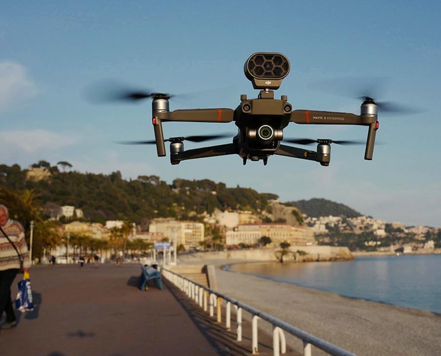 Drohne an der Promenade von Nizza  | Foto: VALERY HACHE