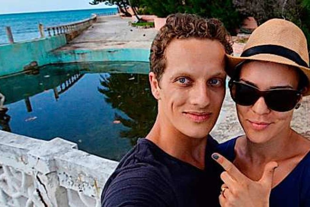 Marc Röhlig und Julia Nikschick berich...ber die Drehorte der James-Bond-Filme.  | Foto: Marc Röhlig Privatarchiv