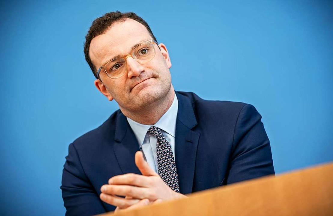 Bundesgesundheitsminister Jens Spahn w... von 7,8 Milliarden Euro unterstützen.  | Foto: Michael Kappeler (dpa)