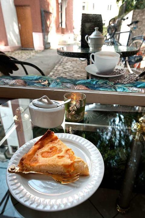 Hinterhofglück: Kaffee und Kuchen beim Affen.  | Foto: Stephan Elsemann