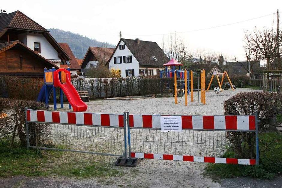 Geschlossener Kinderspielplatz in Niederwinden. (Foto: Daniel Fleig)