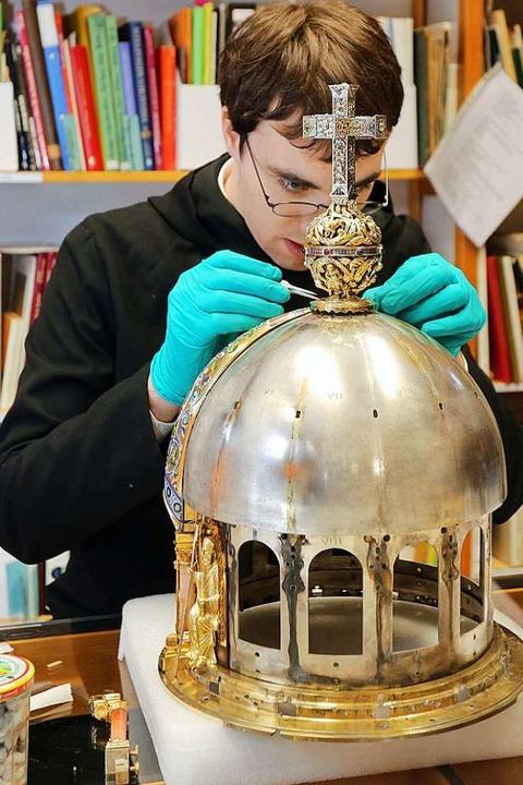 Nicht nur Virologen haben mit Corona z...Schrein der Heiligen Corona in Aachen.  | Foto: Ralf Roeger (dpa)