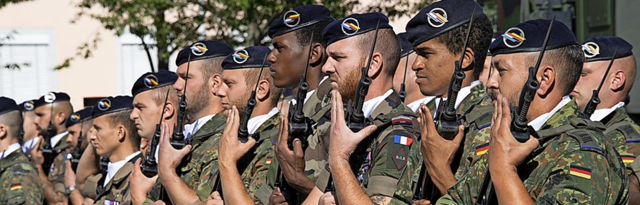 Für die Deutsch-Französische Brigade i...na-Virus eine ernste Herausforderung.   | Foto: Volker Münch