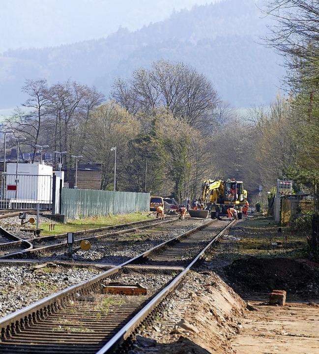 An mehreren Bahnübergängen und am Wald...derwinden der B 294 nimmt Gestalt an.   | Foto: Sylvia Sredniawa