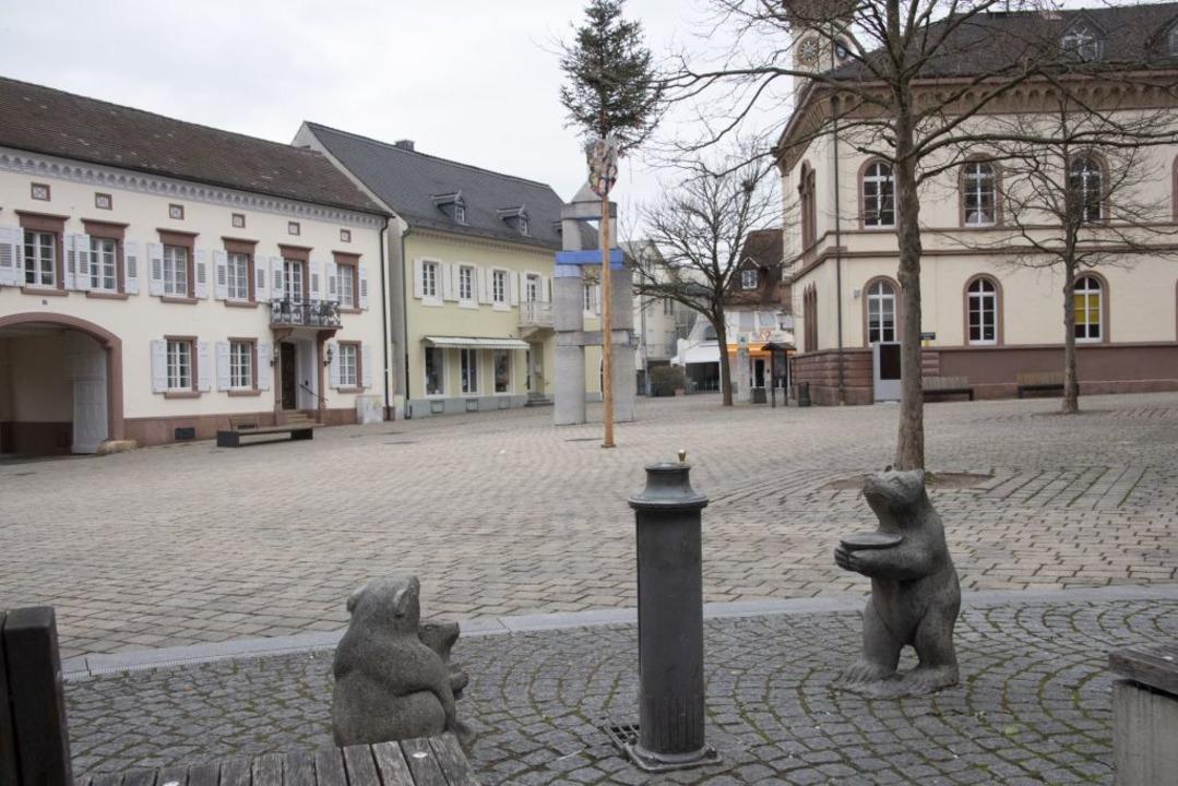 Der Markgräfler Platz in Müllheim ist komplett verwaist.  | Foto: Volker Münch