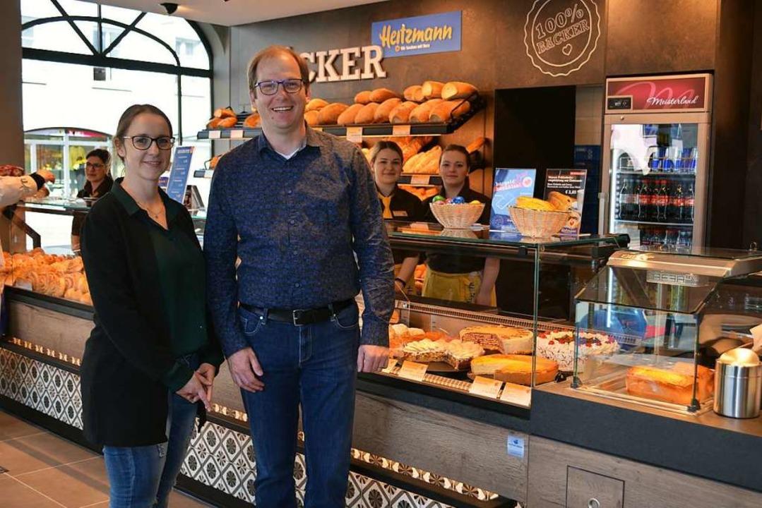 Bei der Eröffnung der Bäckerei-Filiale...aglia und Ilona Zychobska (von links).  | Foto: Nikolaus Bayer