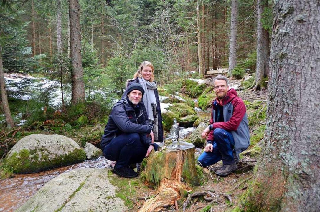 Marion Witte, Patrick Bauer und Markus...ser abgefüllt – als Geheimzutat.  | Foto: Patrik Müller