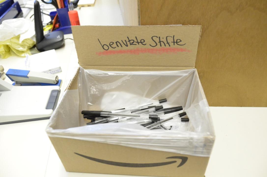 In jedem Wahllokal gab es Stifte zur einmaligen Benutzung.    Foto: Moritz Lehmann