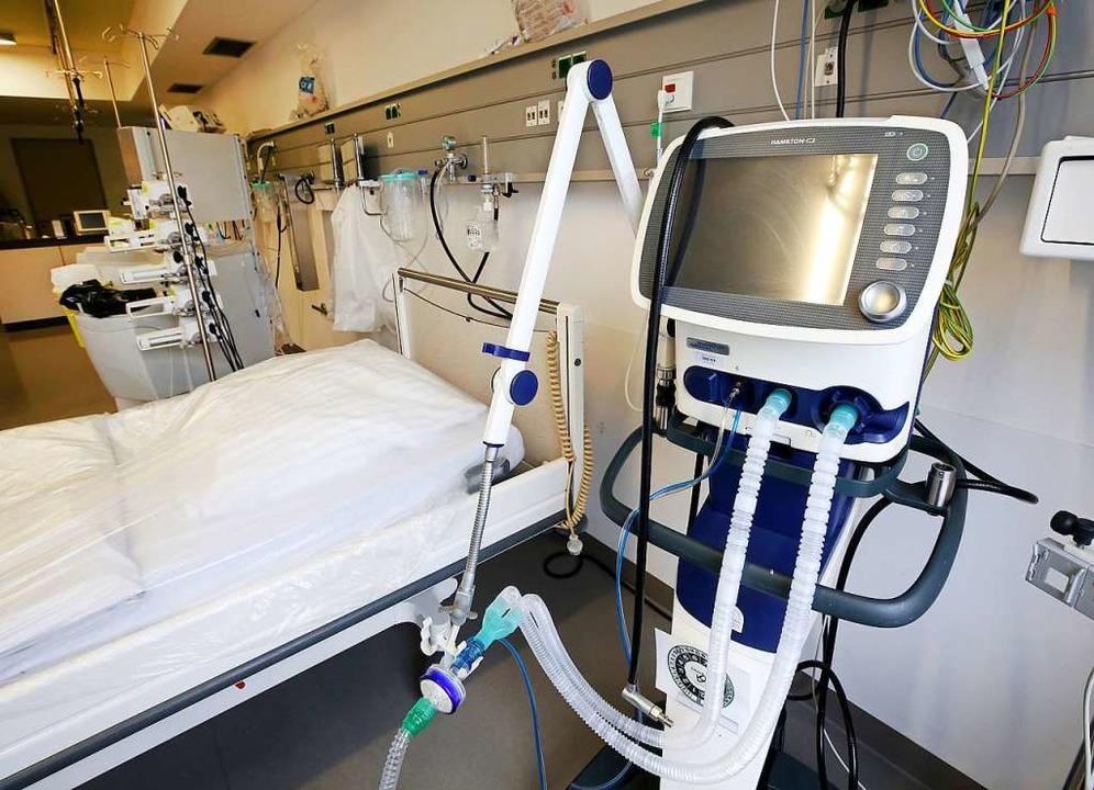 Intensivbetten stehen nun in hiesigen ...r elsässische Patienten zur Verfügung.  | Foto: Roland Weihrauch (dpa)