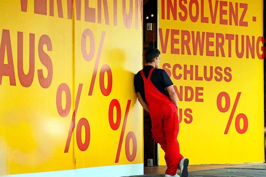 Ein Ziel de rMaßnahmen: Insolvenzen sollen verhindert werden (Symbolbild).  | Foto: Martin Gerten (dpa)