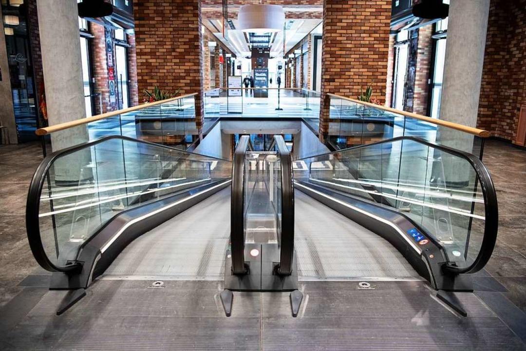 Ein Einkaufszentrum in Berlin Moabit a...mfangreiches Hilfspaket verabschiedet.  | Foto: Bernd von Jutrczenka (dpa)