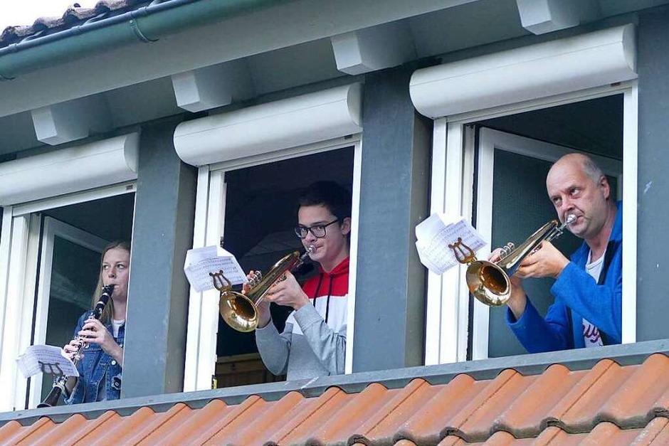 Familie Spiegelhalter aus Waldau beim Spielen der Ode an die Freude. (Foto: Tanja Bury)