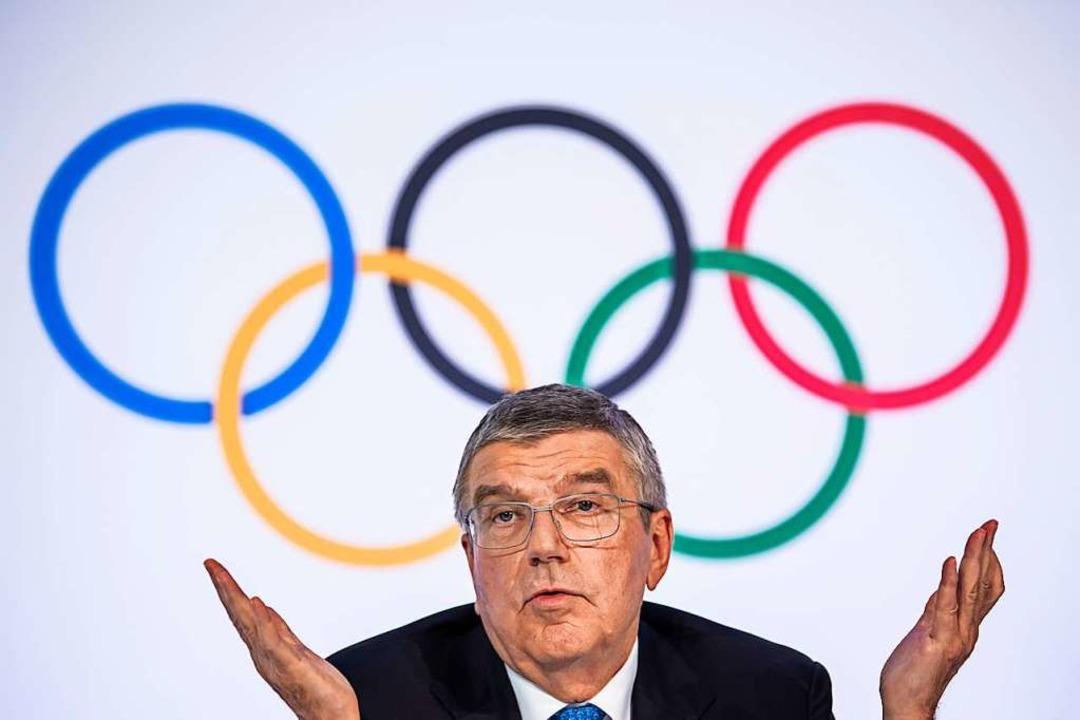 IOC-Präsident Thomas Bach zögert indes weiterhin.   | Foto: Jean-Christophe Bott (dpa)