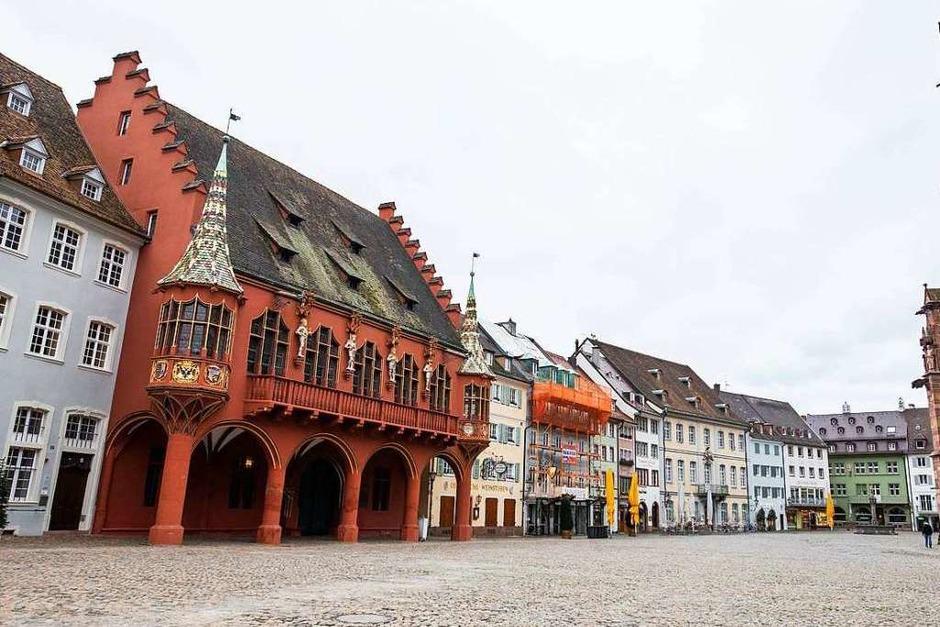 Gespenstisch: Der Freiburger Münsterplatz ohne Menschen. (Foto: Philipp von Ditfurth (dpa))