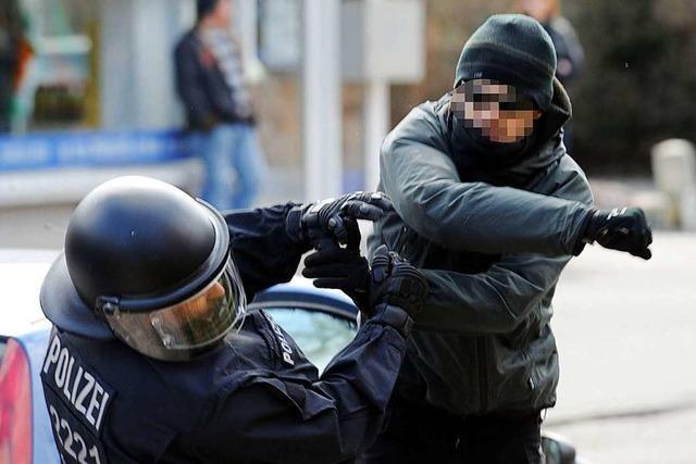 Gewalt gegen Polizisten und Feuerwehrleute so stark wie nie zuvor