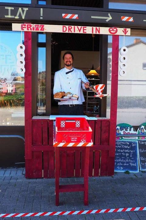 Bei Bäcker Simon Fritz kann man sich b...ersorgen und auch kontaktlos bezahlen.  | Foto: Herbert Frey