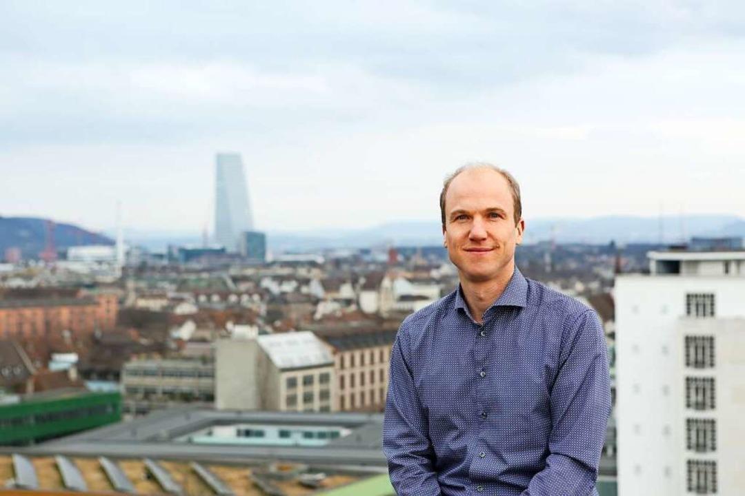 Richard Neher, Professor am Basler Bio... mit der Ausbreitung der Corona-Viren.    Foto: Universität Basel, Biozentrum
