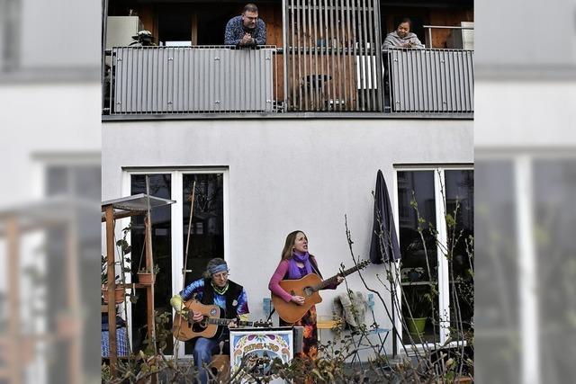 Terrasse wird zur Bühne von Musikern