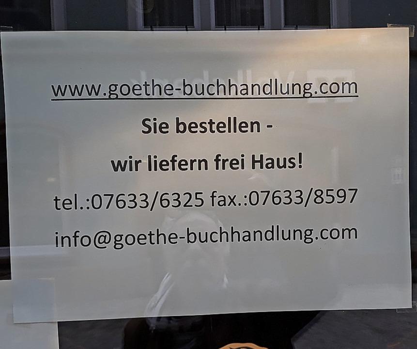 Viele Geschäfte bewerben im Schaufenst...te das neu geschaffene Lieferangebot.   | Foto: Rainer Ruther