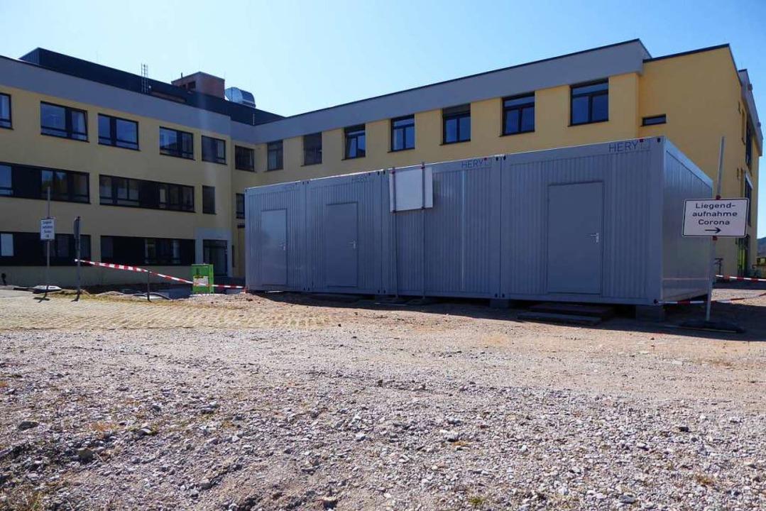 Die Container für das Aufnahmezentrum für Patienten  | Foto: Peter Stellmach