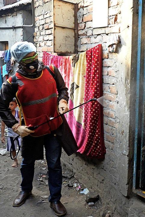 Desinfektion im Slum in Dhaka (Bangladesch)    Foto: MUNIR UZ ZAMAN (AFP)