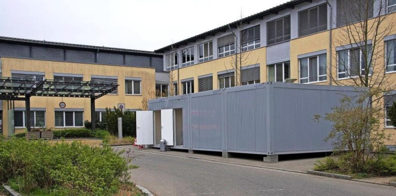 Seit dem Wochenende werden Patienten v...elios Klinik in Containern gesichtet.   | Foto: Volker Münch