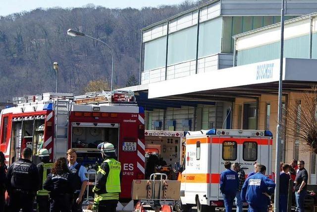 Feuerwehr löscht Brand bei Boschert in Hauingen