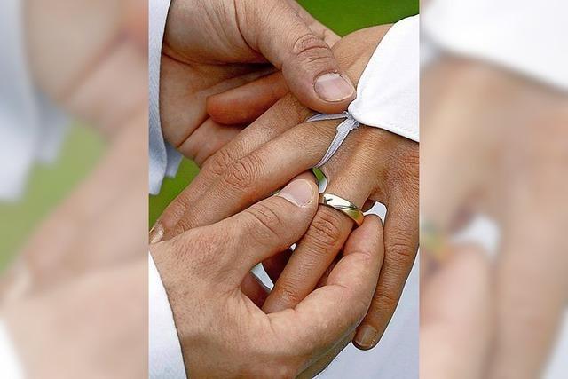 Beisetzungen und Eheschließungen beschränkt