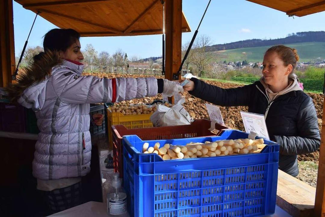Der Spargelverkauf ist im südlichen Breisgau gestartet  | Foto: Frank Schoch