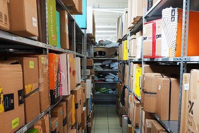 In Paketstationen liegen wegen des Coronavirus so viele Pakete wie vor Weihnachten