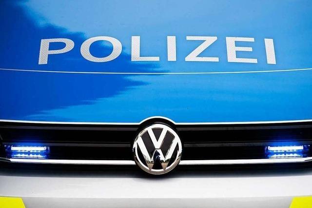 Radfahrer stürzt nach Streifvorgang mit Auto im Kleinen Wiesental