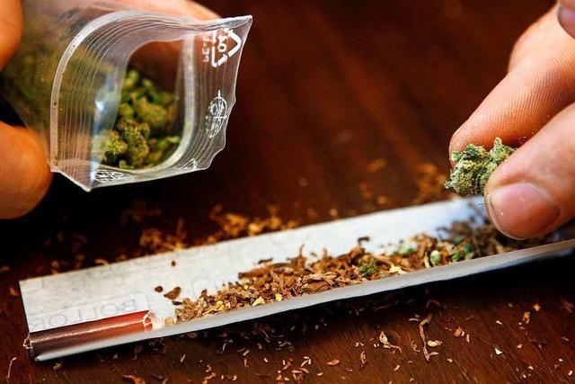 Polizei ertappt zwei Männer beim Marihuana-Rauchen in der Bad Säckinger Innenstadt