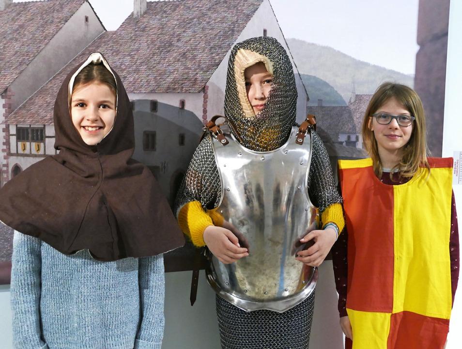 Wer wollte, konnte Kleidung aus dem Mittelalter anziehen.  | Foto: Sonja Zellmann