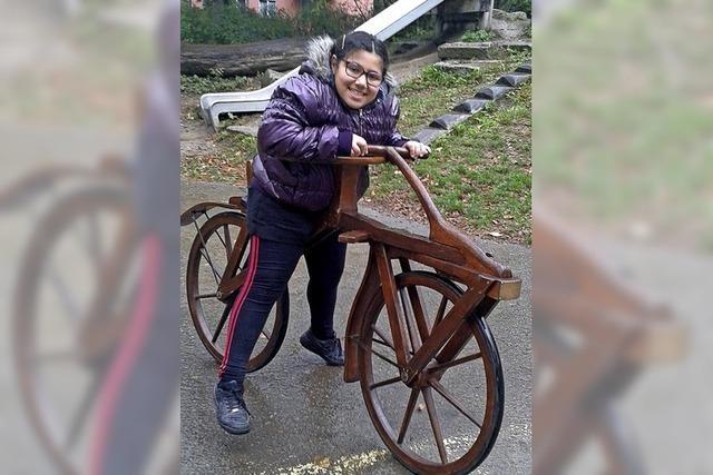 Wir probieren alte Fahrräder