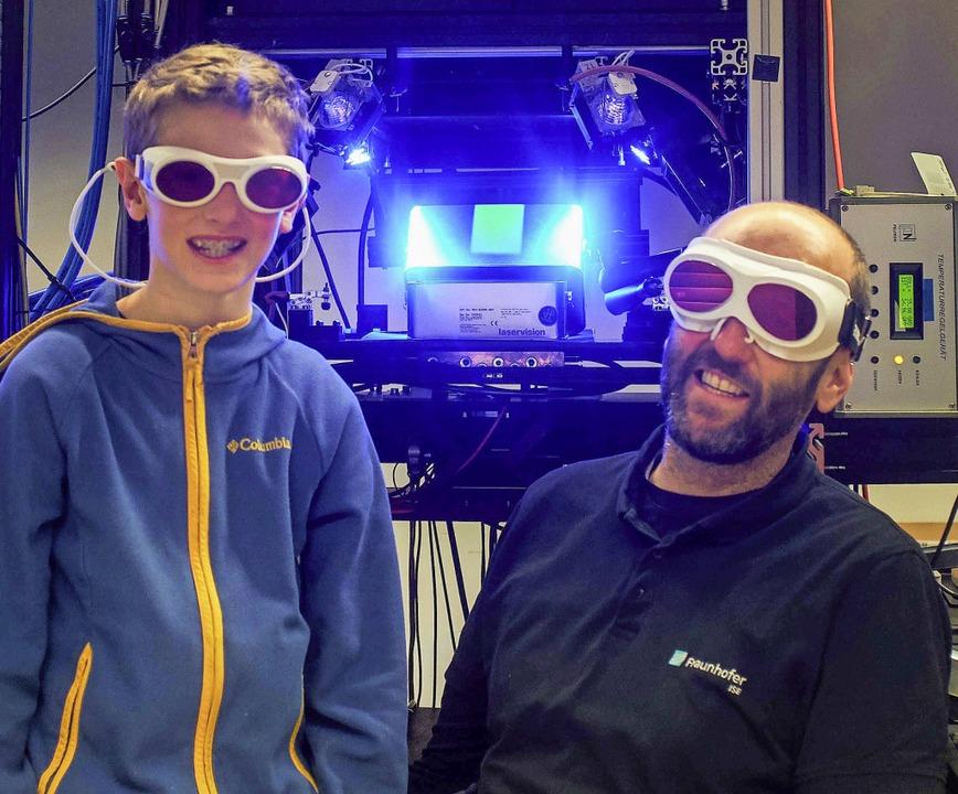 Linus Ebinger und sein Papa Jochen Hoh...fer-Institut für Solare Energiesysteme  | Foto: privat