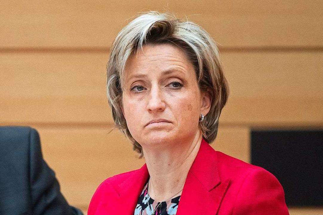 Landeswirtschaftsministerin Nicole Hof...n können, die derzeit überlastet sind.  | Foto: Sebastian Gollnow (dpa)