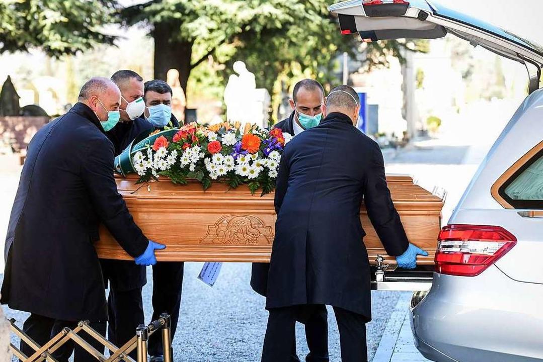 Trauriger Alltag in Bergamo in Zeiten der Coronakrise.  | Foto: PIERO CRUCIATTI (AFP)