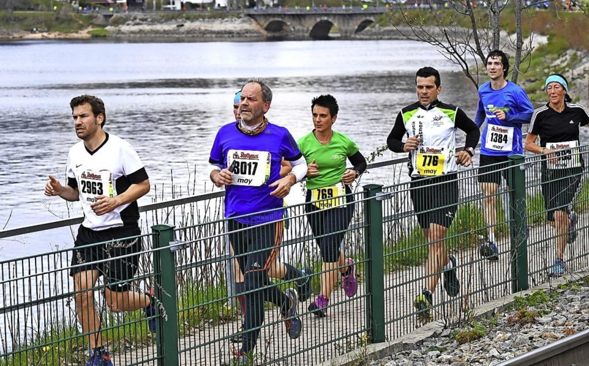 Die Seeumrundung der Läuferinnen und Läufer fällt aus.   | Foto: Wolfgang Scheu