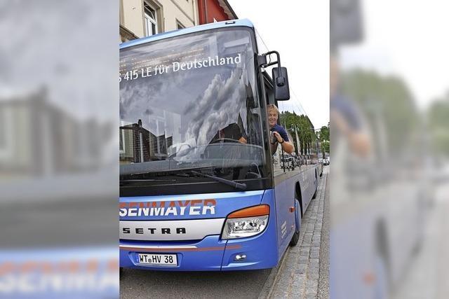 Reisebusse bleiben in der Garage