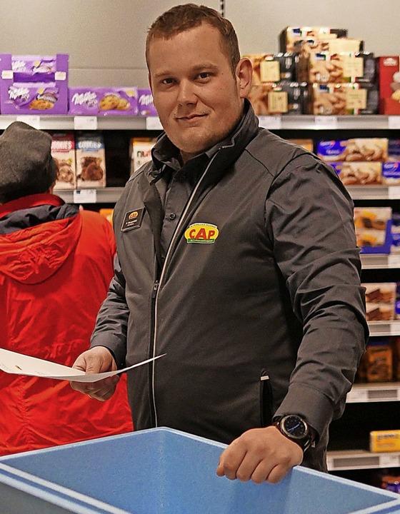 Kevin Margenfeld bereitet eine Lieferung vor.  | Foto: Jannik Jürgens