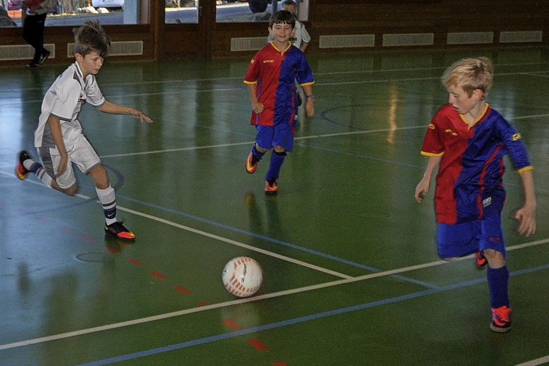 Beim Jugendhallenfußballturnier in Höc...vereins die Teilnehmer und Zuschauer.   | Foto: Stefan Pichler