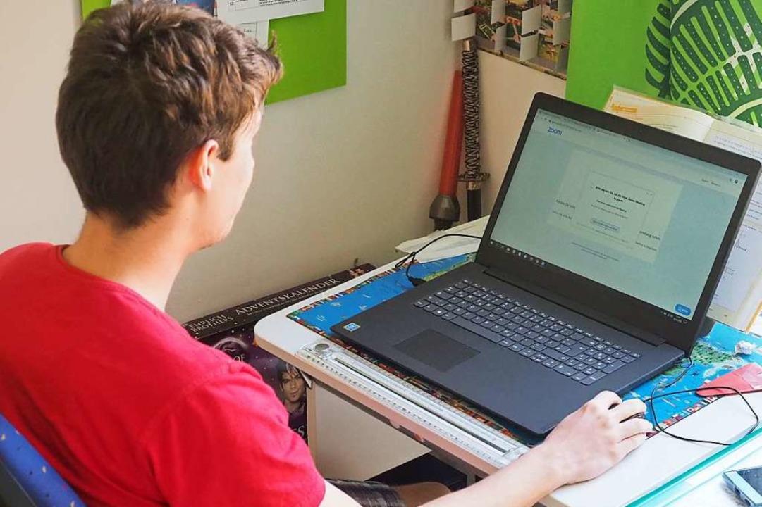 Gelernt wird derzeit zu Hause – vor dem Computer.  | Foto: Jutta Geiger